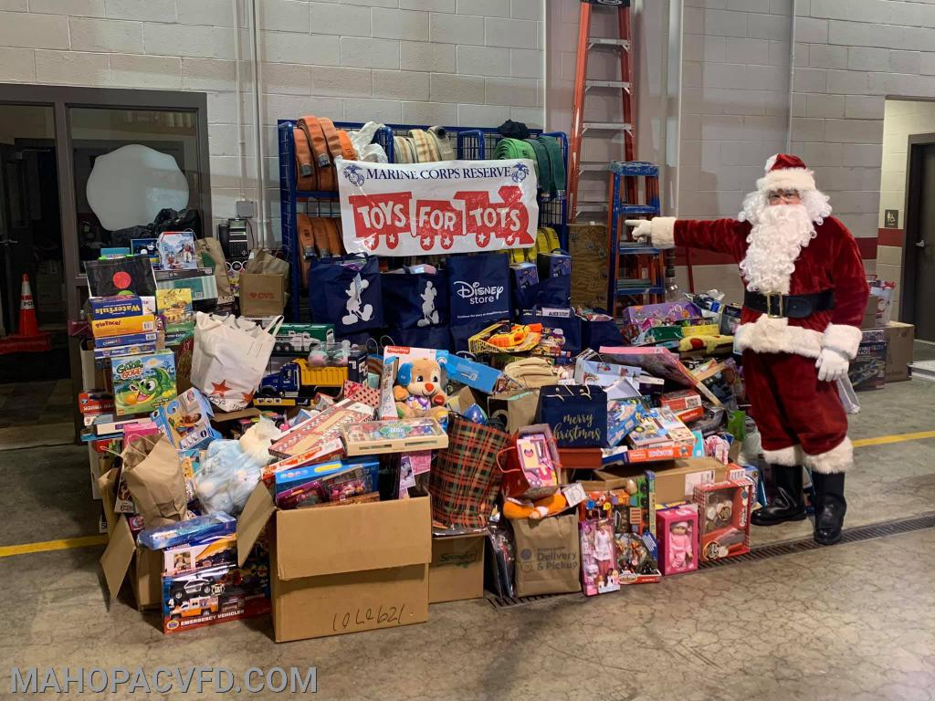 Santa Shows the generosity of our community